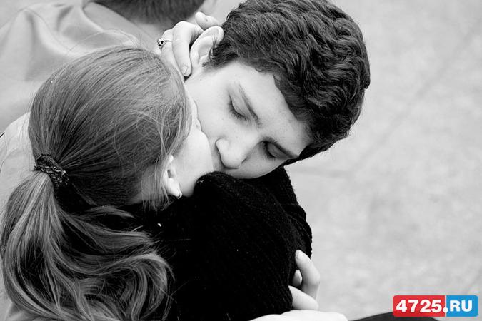 Между поцелуи родственниками чем полезны знакомыми и